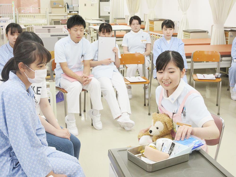 看護専門学校の授業の様子